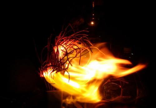 Bàn thờ bị bốc cháy